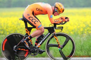 Szymon Sajnok w świetnej formie na wyścigu CCC Tour – Grody Piastowskie. Wygrał prolog, jedzie w koszulce