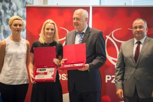Trenerzy Batu Kartuzy odebrali nagrodę od PZKosz w Polskim Komitecie Olimpijskim