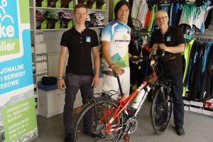 Jacky Chen, podróżnik z Tajwanu, jedzie dookoła świata na dwóch kółkach. Rower naprawiono mu w Kartuzach