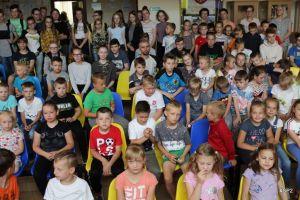 Bracia Michna, utalentowani tenisiści stołowi, inspirowali uczniów SP nr 2 w Sierakowicach