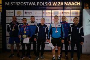 Edgar Melkumov, Gevorg Sahakyan i Krzysztof Niklas na podium seniorskich Mistrzostw Polski w Zapasach