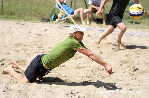 I Turniej Siatkówki Plażowej w Żukowie 2018. Aż 35 par zagrało na otwarcie wakacji