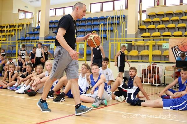 mlodzi-koszykarze-z-calej-polski-i-zagranicy-na-obozie-w-sierakowicach