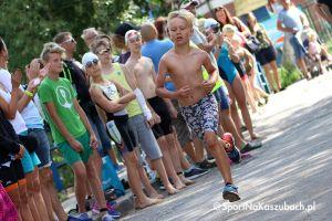 Najmłodsi zawodnicy pływali, pedałowali i biegali w Chmielnie