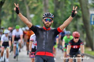 Cyklo Kartuzy 2018. Blisko pół tysiąca kolarzy ścigało się na dwóch dystansach finale szosowego cyklu (galeria nr 1)