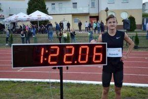 Krzysztof Różnicki z Cartusii Kartuzy pobił rekord Polski młodzików w biegu na 600 metrów