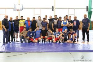 Reprezentacja Armenii w zapasach na obozie w Kartuzach. Z Cartusią przygotowuje się do mistrzostw Europy
