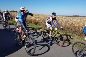 Damian Sławek, Adrian Kaiser i Nikodem Grzenkowicz na podium Korony Kocich Gór i wyścigu w Brnie