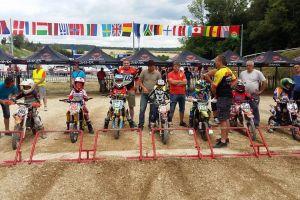 Młodzi motocrossowcy wracają z tarczą z Master Kids we Fancji