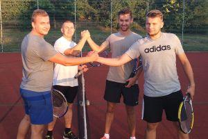 Turniej Tenisa Ziemnego w Kamienicy Królewskiej. Marcin Kotłowski i Marcin Choszcz najlepsi w deblu