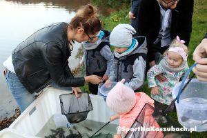 Jezioro Junno w Kamienicy Królewskiej zarybione przez wyborczych kandydatów