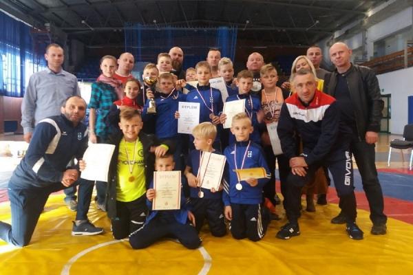 grad-medali-dla-mlodych-zapasnikow-cartusii-i-moreny-w-elblagu