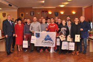 Zapaśnicy Cartusii Kartuzy z wizytą u burmistrza. Otrzymali gratulacje za ostatnie sukcesy