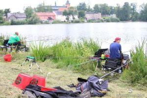 Otwarte Zawody Spławikowe o Puchar Burmistrza Kartuz. Kilkudziesięciu wędkarzy łowiło na Jeziorze Klasztornym Małym