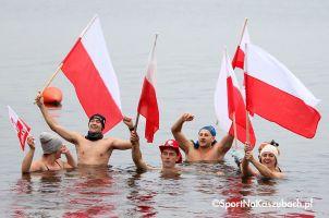Piknik Niepodległościowy w Gowidlinie z morsowaniem i biało - czerwonym marszobiegiem