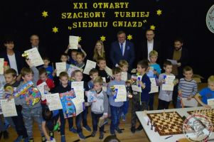 Setka szachistów na Otwartym Turnieju Siedmiu Gwiazd w Dwójce