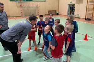Rusza Akademia Piłkarska Kartuzy. Młodzi zawodnicy ćwiczyli na treningu pokazowym w Staniszewie