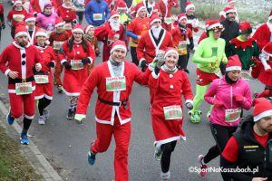 Kolorowy tłum biegaczy zaleje Kartuzy w biegu Santa Run