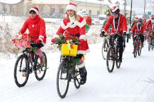 Mikołaje na Rowerach 2018. Kolorowi rowerzyści paradowali ulicami Kartuz