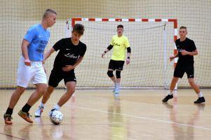 Halowa Liga Piłki Nożnej w Sierakowicach. Ciasno w czołówce po trzeciej kolejce sezonu