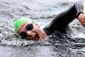 Kartuzy Triathlon MTB 2016 Złota Góra - zdjęcia z etapu pływackiego w jeziorze Brodno Wielkie