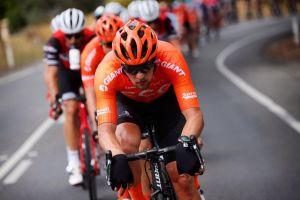 Szymon Sajnok zadebiutował w CCC Team w Australii, Damian Sławek stawał na podium w Berlinie