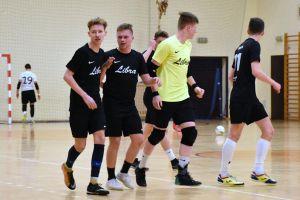 Halowa Ligi Piłki Nożnej w Sierakowicach. Zmiany w czołówce po niespodziewanej porażce lidera