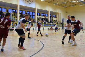 Halowa Ligi Piłki Nożnej w Sierakowicach. Zacięta walka na ostatniej prostej rozgrywek