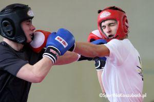 Mistrzostwa Polski Juniorów i Seniorów w Kick - Boxingu Kick - Light w Kartuzach. I dzień zmagań na zdjęciach