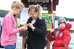 Zawody wędkarskie dla dzieci Ostrzyckie Lato. Od wielu lat najmłodsi łowią ryby na Jeziorze Ostrzyckim
