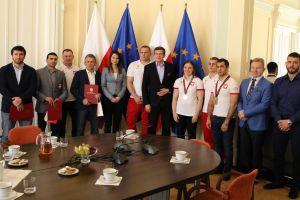 Gevorg Sahakyan i inni medaliści mistrzostw Europy z wizytą u ministra sportu