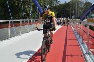 Kładka za 4 miliony złotych dla pieszych i rowerzystów w Kartuzach otwarta