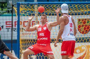 Maciej Pieńczewski gra w Mistrzostwach Europy w Piłce Ręcznej Plażowej w Starych Jabłonkach