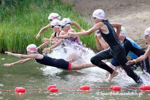 Zdjęcia z triathlonu dzieci starszych i młodzików w Chmielnie
