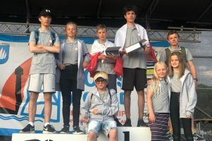 zaloga-lamelki-kartuzy-na-podium-mistrzostw-swiata-klasy-cadet