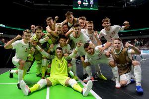 reprezentacja-polski-z-pawlem-piorem-na-podium-mistrzostw-europy