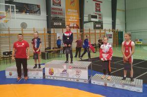 Dominika Konkel zwyciężczynią Międzywojewódzkich Mistrzostw Młodziczek w Zapasach w Żarach