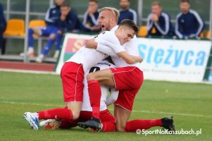 Radunia Stężyca - Kotwica Kołobrzeg. Fantastyczny mecz raduniaków i okazałe zwycięstwo w hicie III ligi
