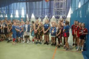Historyczne złote medale SP nr 5 w Kartuzach w finale wojewódzkim Igrzysk Dzieci w Koszykówce 3x3