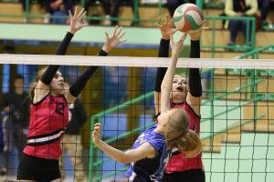Przodkowska Liga Piłki Siatkowej Kobiet. Kebabki, Miód Malina, The karzełs i Cordia awansowały do półfinałów