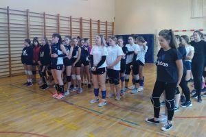 W Gowidlinie dziewczęta z czterech szkół zagrały w Świątecznym Turnieju Piłki Siatkowej