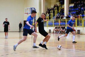 Sierpasz rozbił We - Met w meczu na szczycie Halowej Ligi Piłki Nożnej w Sierakowicach