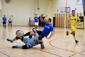 Potknięcie wicelidera, przegrana Kamieniarstwa z We - Metem w lidze w Sierakowicach