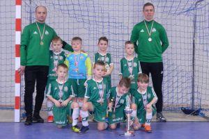 Zwycięstwo AP JFA Przechlewo w Turnieju Piłki Nożnej Halowej w Kiełpinie i Somoninie rocznika 2012