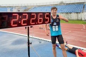 Krzysztof Różnicki z Cartusii Kartuzy pobił rekord Polski U18 w biegu na 1000 metrów