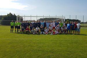 Historyczny mecz w Chwaszczynie - zespół KS-u sprzed lat zagrał z obecną drużyną