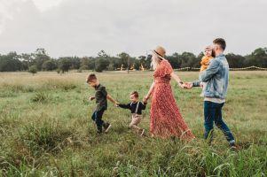 Rodzinne spacery edukacyjne w gminie Somonino. Poznaj urokliwe zakątki i poszerz wiedzę