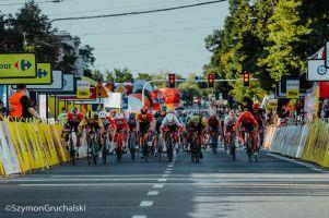 Świetne finisze i wysokie miejsca Szymona Sajnoka na dwóch etapach Tour de Pologne