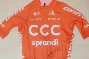 Zakręć na rowerze lub zlicytuj koszulkę Szymona Sajnoka dla Piotra Ostoja - Lniskiego