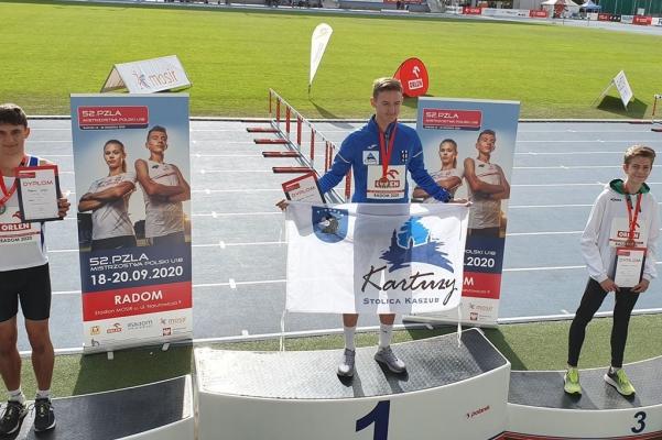 krzysztof-roznicki-mistrzem-polski-u18-w-biegu-na-800-metrow